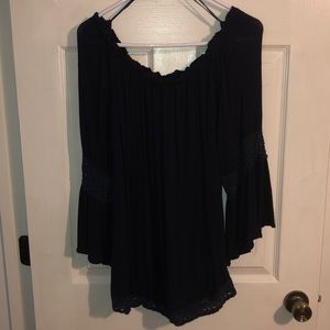 Tops - Gorgeous & chic navy blue flowy top with lace hem
